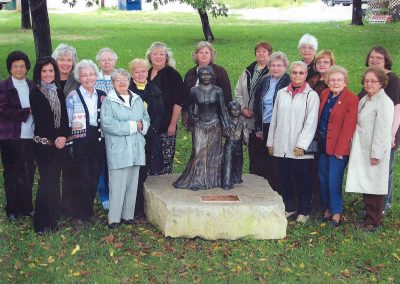 Mulvane-Federated-Womens-Club-STATUE-DEDICATION-WITH-MEMBERS-1-900